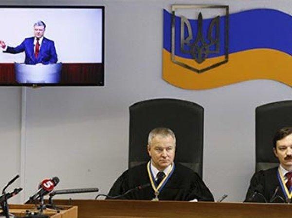 В Киеве прекратили допрос Порошенко после вопроса адвокатов Януковича об отпуске на Мальте