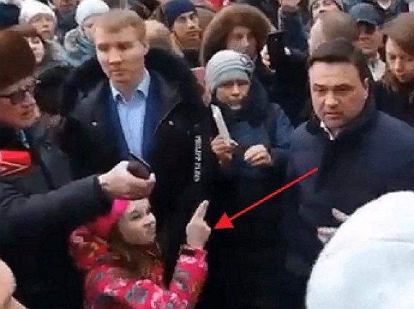 Девочка, угрожавшая губернатору Воробьеву во время митинга в Волоколамске, стала мемом
