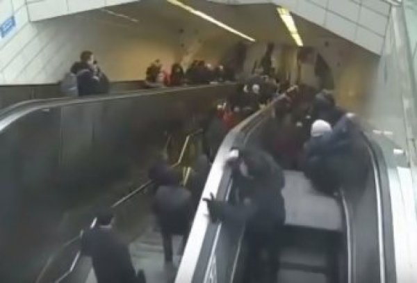 "На YouTube попало видео, как эскалатор ""зажевал"" пассажира в Стамбуле"