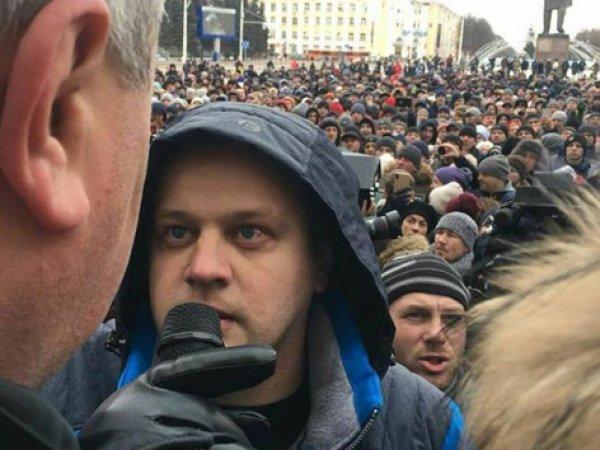 """Вице-губернатор Кемеровской области обвинил в пиаре отца, потерявшего в """"Зимней вишне"""" троих детей"""