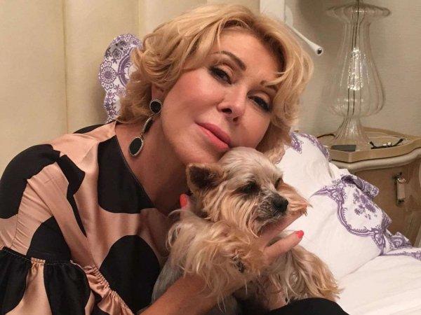 Любовь Успенскую сняли с рейса из-за дебоша с собакой