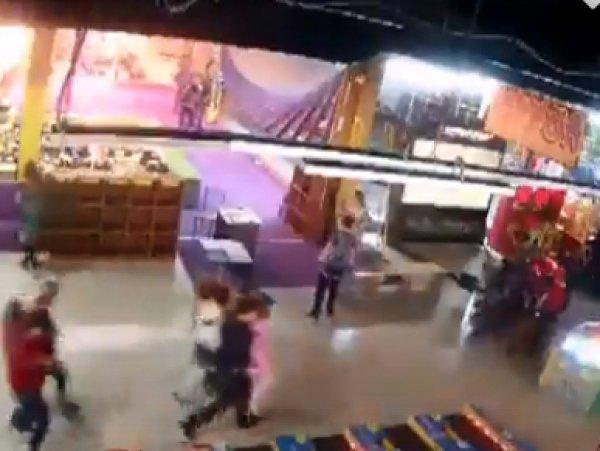 """Видео начала пожара в ТЦ """"Зимняя вишня"""" в Кемерово появилось в Сети"""