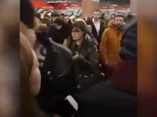 В метро Москвы из-за крупной аварии возникла давка, движение парализовано