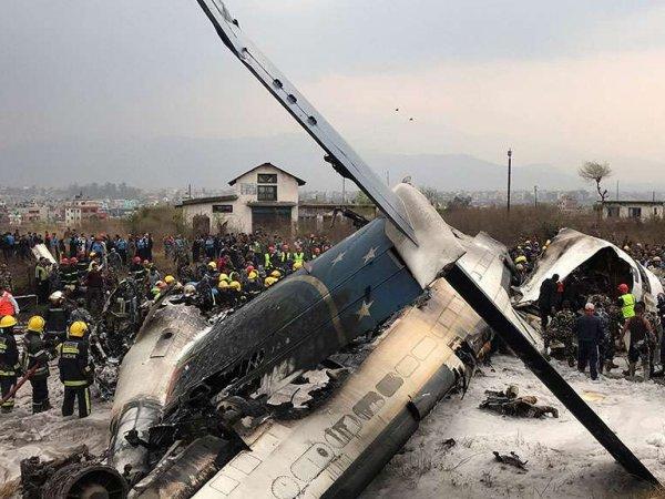 Опубликовано видео с места гибели 50 человек при крушении самолета в Непале