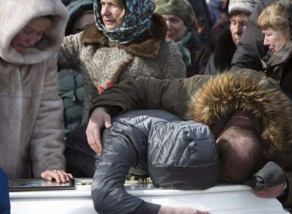"""Похороны в Кемерово: сегодня город продолжает прощаться с погибшими в """"Зимней вишне"""" (ВИДЕО)"""
