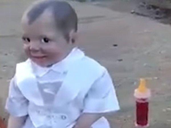"""YouTube напугало видео с """"дьявольской куклой"""" на кладбище в Бразилии"""