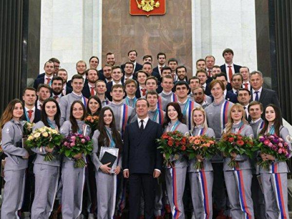 Во время награждения олимпийцев сборной России перепутали ключи от подарочных BMW