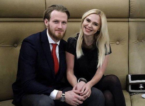 Пелагея и Телегин попали в скандал: хоккеиста застали за поцелуями с другой женщиной