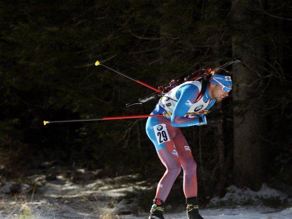 Россияне остались без медалей в спринте на КМ по биатлону