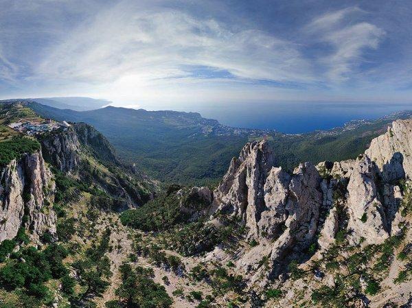 В ущелье горы Ай-Петри в Крыму нашли схрон с оружием