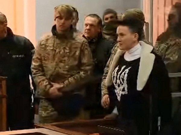 На YouTube появилось видео, как Савченко обматерила прокурора в зале суда