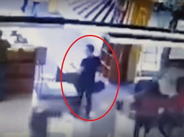 """YouTube взорвало видео с """"поджигателем"""" ТЦ в Кемерове"""