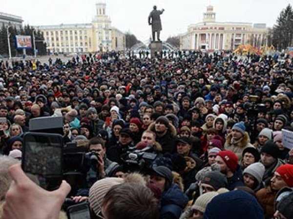 """Тулеев в разговоре с Путиным назвал митингующих в Кемерове """"бузотерами"""" и """"оппозицией"""""""
