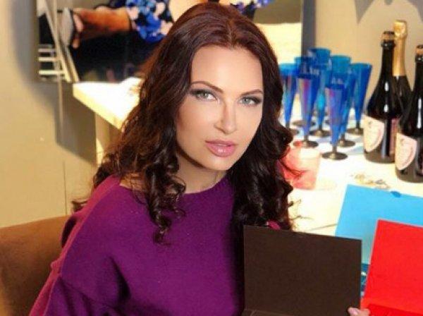 """Эвелина Бледанс рассказала о нападении """"диких пчел"""" на пассажиров самолета во Внуково"""