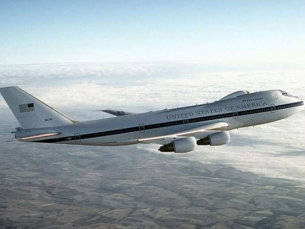 """США подняли в воздух самолет """"судного дня"""""""