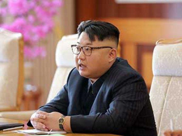 Белый дом обнародовал фото с тайной встречи Ким Чен Ына и госсекретаря США