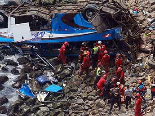В Северной Корее при падении моста с автобуса погибли 36 китайский туристов