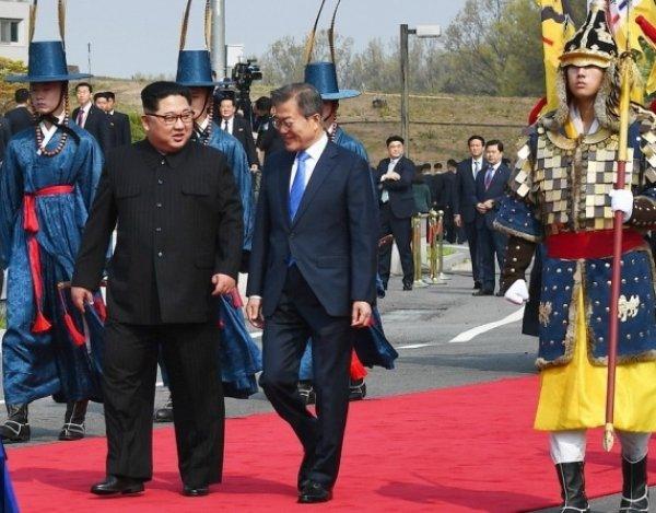 Лидеры КНДР и Южной Кореи впервые встретились и уже готовы объединить железные дороги двух стран