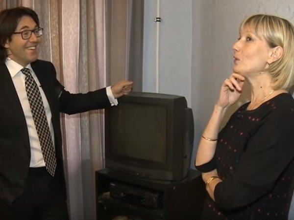 Любовница Караченцова показала Малахову простынь, на которой спала с актером