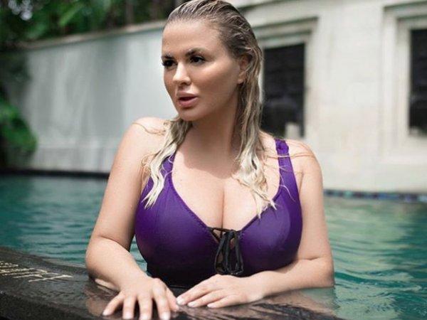 Анну Семенович уличили в пластической хирургии