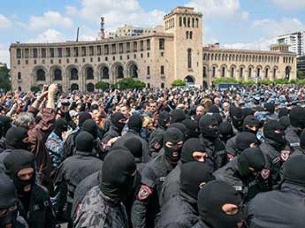 В Армении оппозиция после массовых задержаний возобновила акции протеста