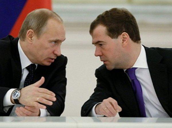 СМИ выяснили, на каких условиях Медведев сохранит кресло премьер-министра после инаугурации Путина