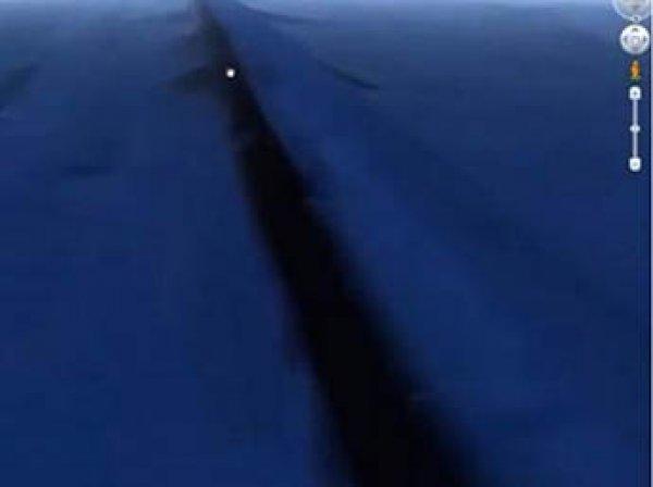 Пользователи Google Earth нашли загадочную подводную стену, опоясывающая Землю