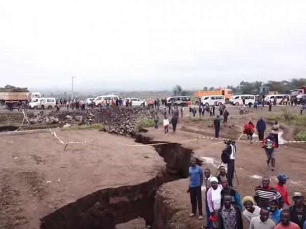 На YouTube появилось видео гигантской трещины, способной расколоть Африку надвое