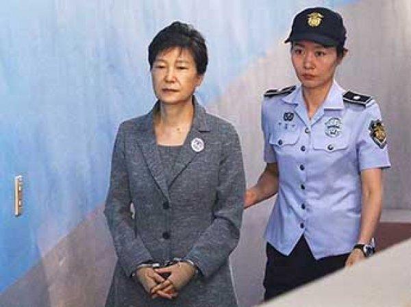 Экс-президента Южной Кореи приговорили к 24 годам тюрьмы