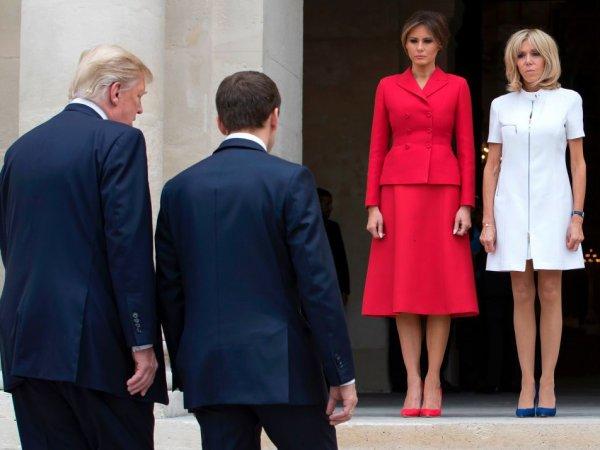 В соцсетях оценили вид сзади первых леди США и Франции: Макрону советуют покормить жену