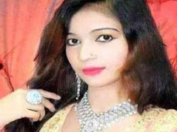 В Пакистане беременную певицу прямо на концерте застрелили за отказ выступать стоя