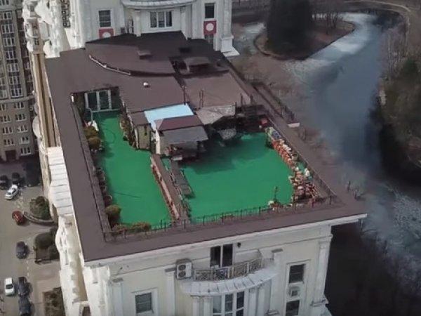 Начальник ТСЖ построил виллу на крыше многоэтажки в Москве