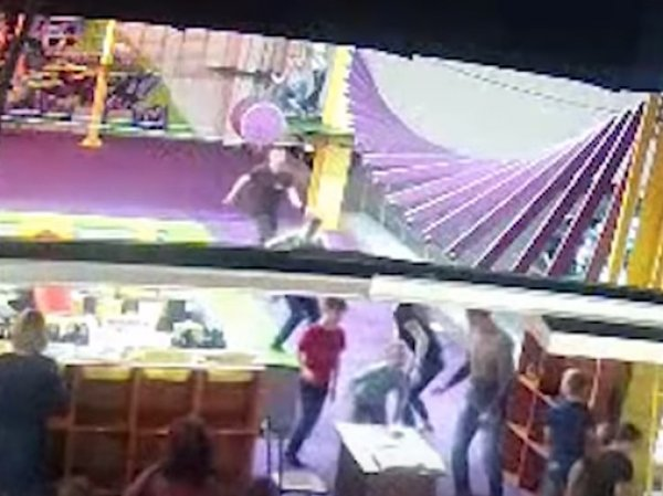 """Кемерово, последние новости сегодня 3.04.2018: новое видео начала пожара в ТЦ """"Зимняя вишня"""" появилось в Сети"""