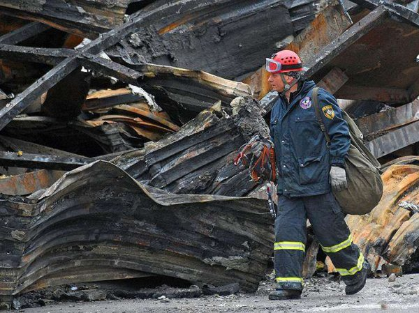 """Кемерово, последние новости сегодня 3 апреля: в МЧС описали действия спасателей во время пожара в ТЦ """"Зимняя вишня"""""""
