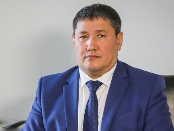 Глава Минздрава Якутии спас жизнь пассажиру самолета