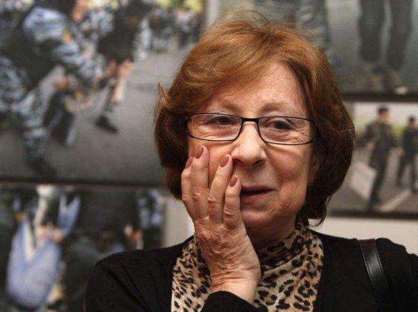 СМИ: на похоронах Дорошиной Ахеджакова смеялась, а Волчек в инвалидном кресле поразила болезненным видом