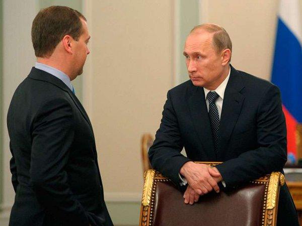 Медведев доложил Путину о стабильной экономической ситуации в стране