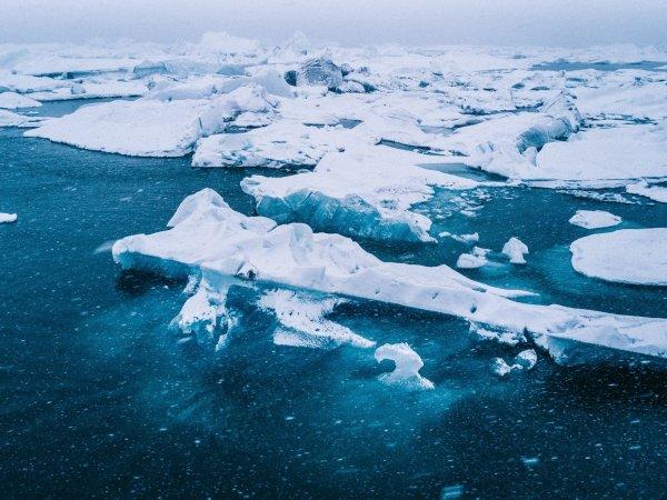 Ученые NASA нашли странные отверстия во льдах Арктики