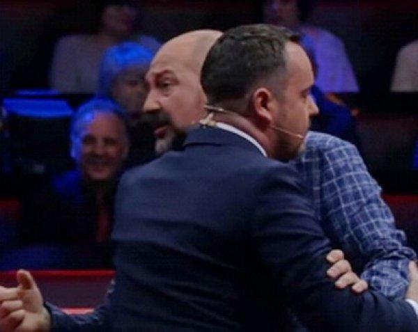 На YouTube появилось видео драки украинских депутатов после прямого эфира на ТВ
