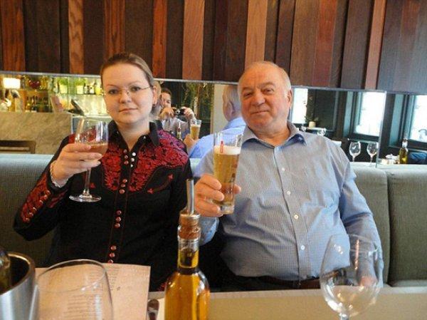 СМИ: российские спецслужбы пять лет следили за Скрипалями в Британии