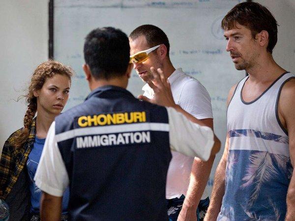 Алекс Лесли и Настя Рыбка оправданы судом Таиланда по делу о нелегальной работе