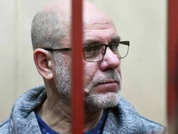 """Госпитализированного с инфарктом бывшего директора """"Гоголь-центра"""" приковали наручниками к кровати"""