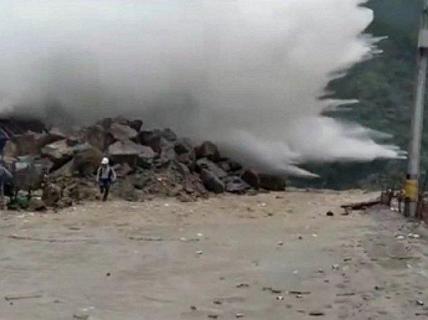 На YouTube появилось видео прорыва плотины в Колумбии