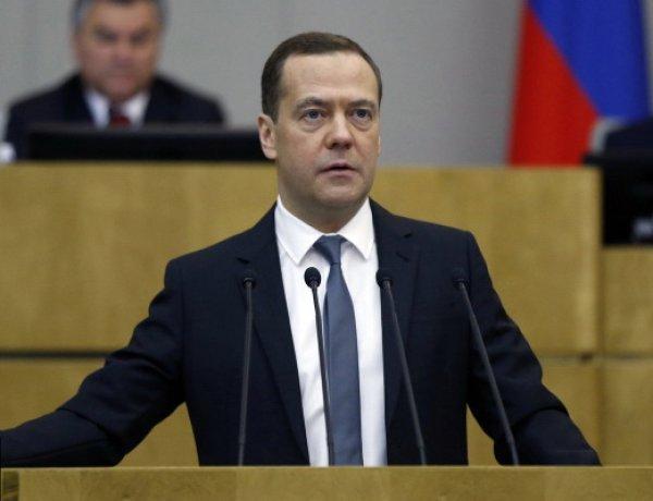 Медведев утвержден премьером большинством голосов в Госдуме