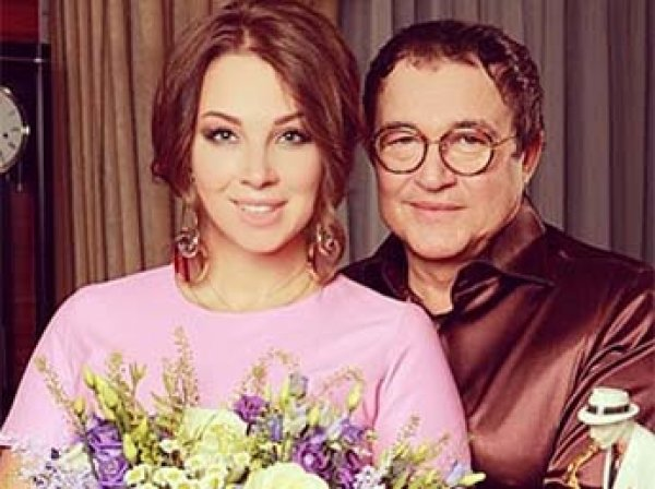 Дмитрий Дибров с женой и детьми чудом не сгорели в собственном доме
