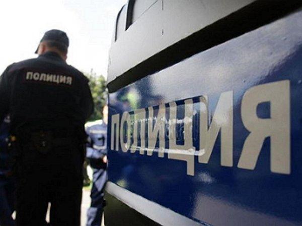 На востоке Москвы мужчина взял в заложники трех человек