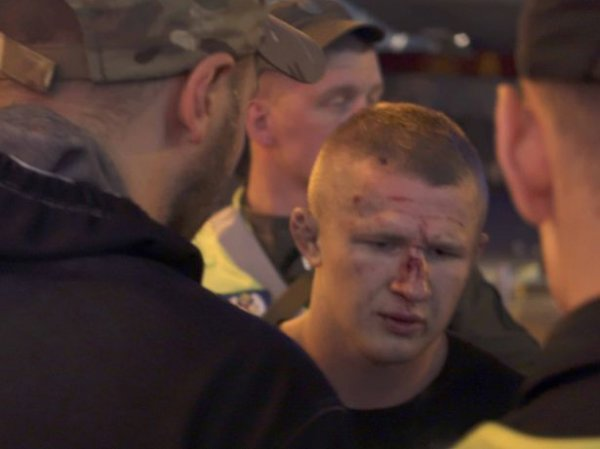 """В Киеве футбольные фанаты жестоко избили болельщиков """"Ливерпуля"""" и устроили погром в ресторане"""