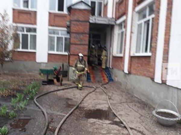 В Татарстане мужчина с ножом напал на детский сад и поджег здание