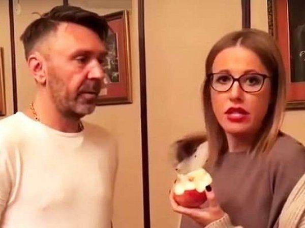 Собчак на публике обматерила Шнурова из-за развода с женой