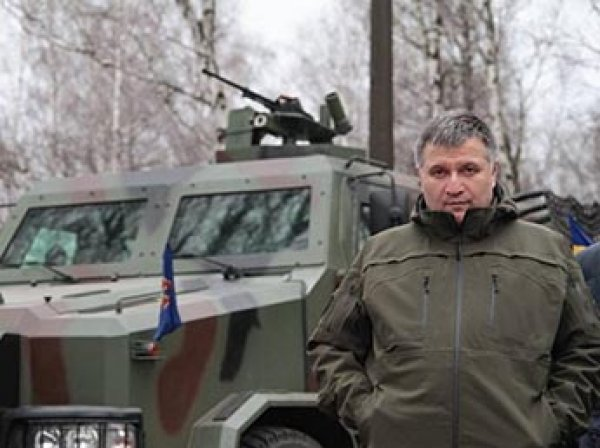 """Киев обвинил Россию в применению """"варварского"""" оружия на Донбассе"""